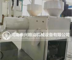 玉米脱皮制粉制糁机